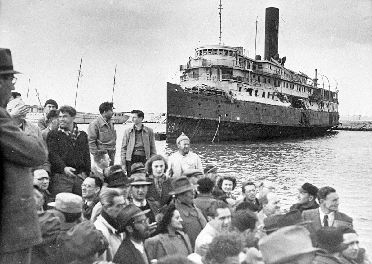 Hagana Zionist organization, arriving in Palestine, July 1947.