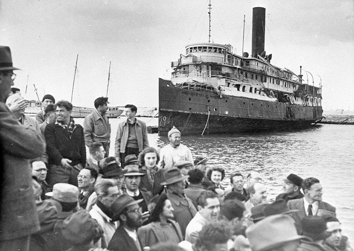 Hagana Zionist organization, arriving in Palestine, July 1947.