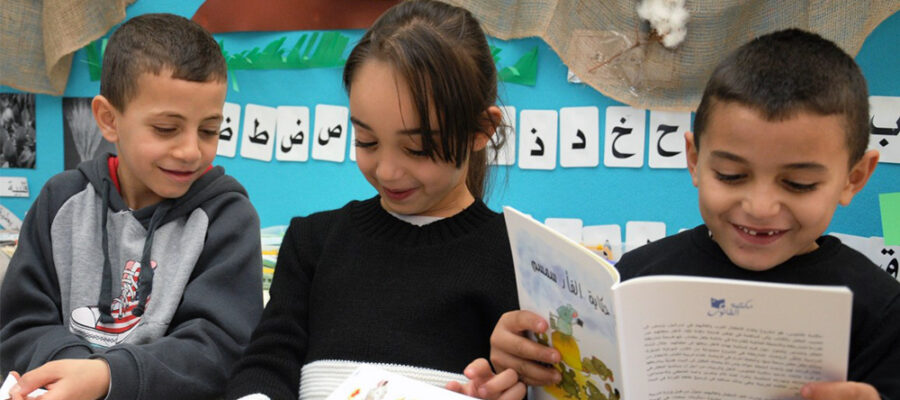 3-kids-reading